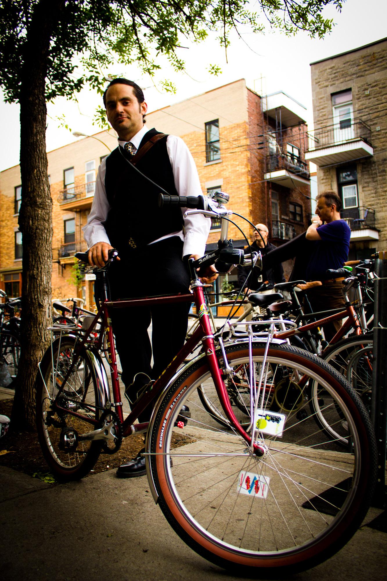 Montreal Cycle Chic: rencontre de bikers au bar Waverly