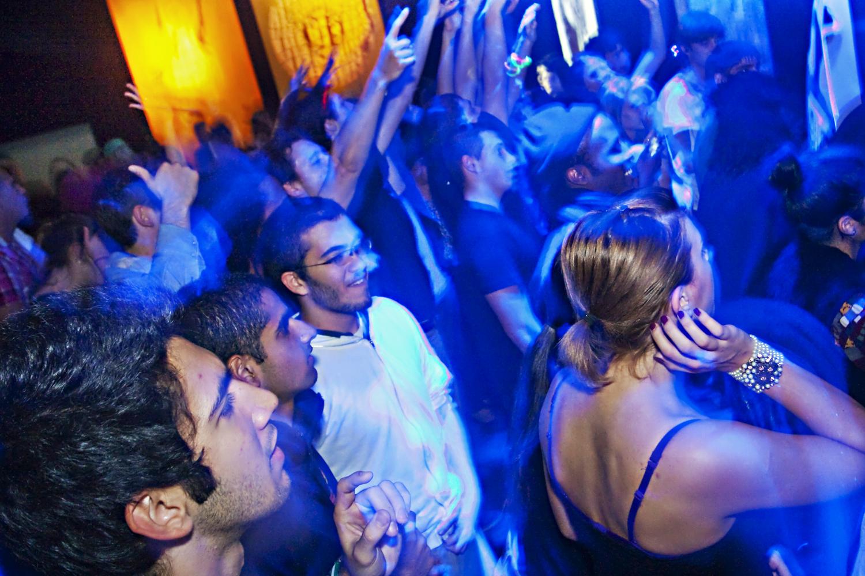 Party de Garage Civic à la SAT: voitures montées et battle de DJ