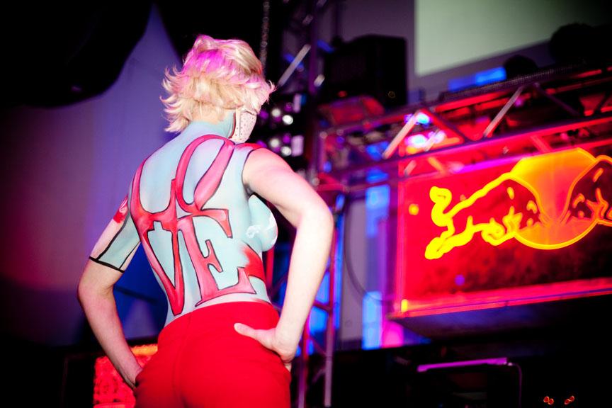 Electro Fashion Night: on ose le décolleté et on s'amuse avec les couleurs