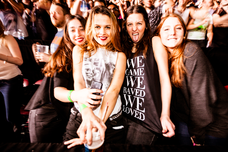 Swedish House Mafia rassemble une foule prête à faire le party au Centre Bell