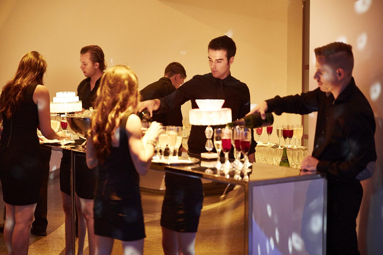 Le bal du Musée d'Art contemporain: les tenues chic se font la guerre!