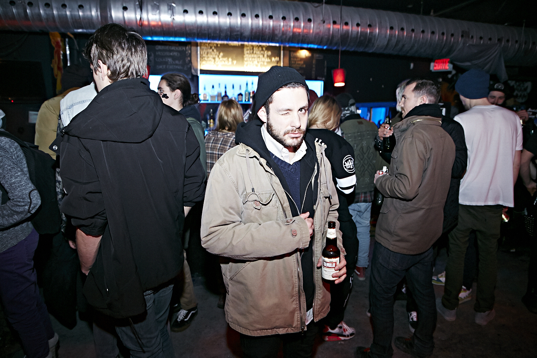 Riff Raff attire une foule bruyante et sur le party au Cabaret Underworld!