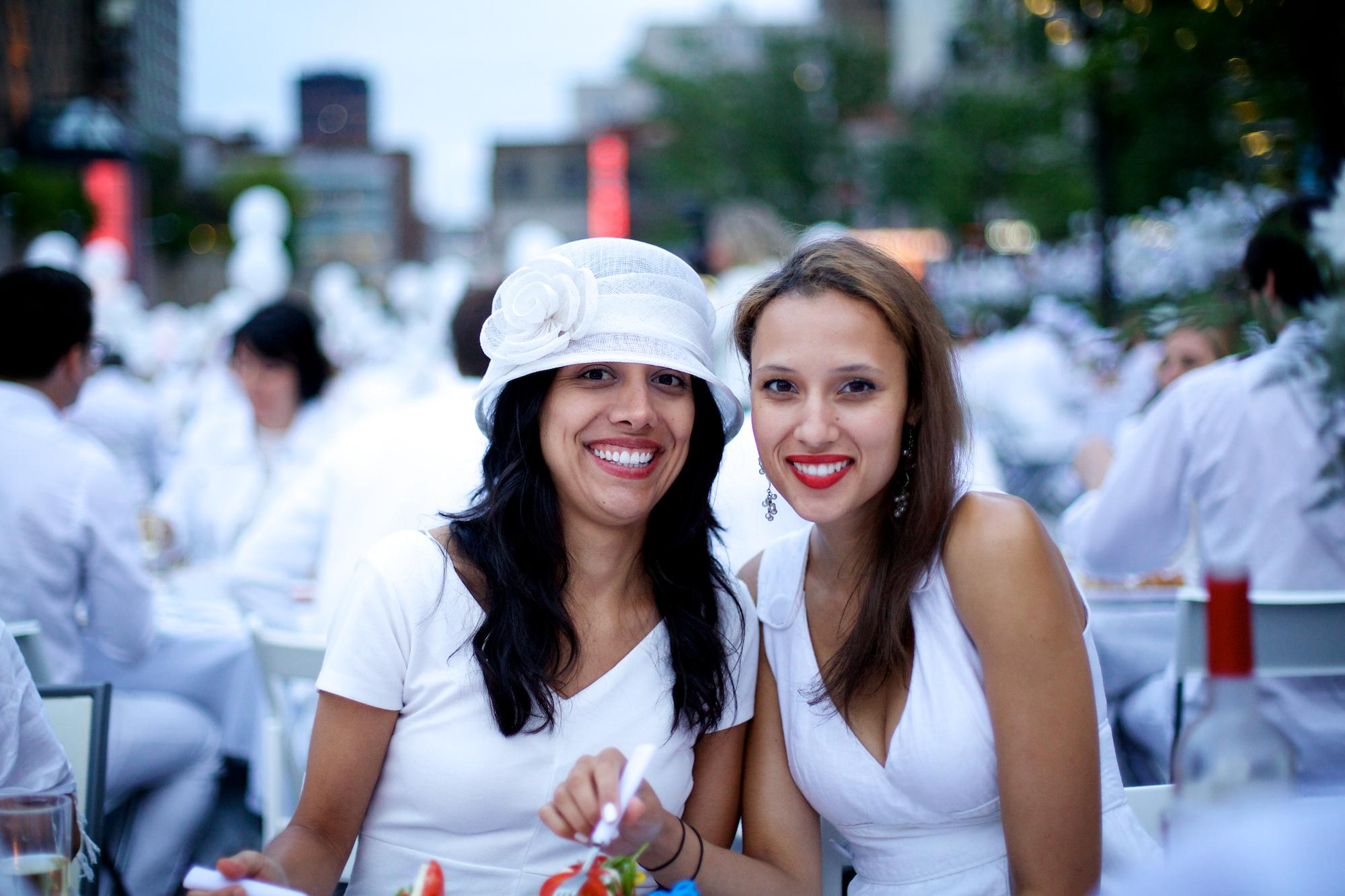 Le Dîner en blanc rassemble plus de 5000 personnes à la Place des Festivals