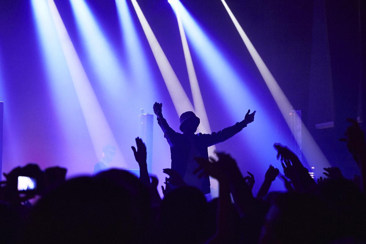 Rap Queb Money Tour, avec Loud Lary Ajust, Koriass et Eman X Vlooper, offre une soirée débile au Club Soda