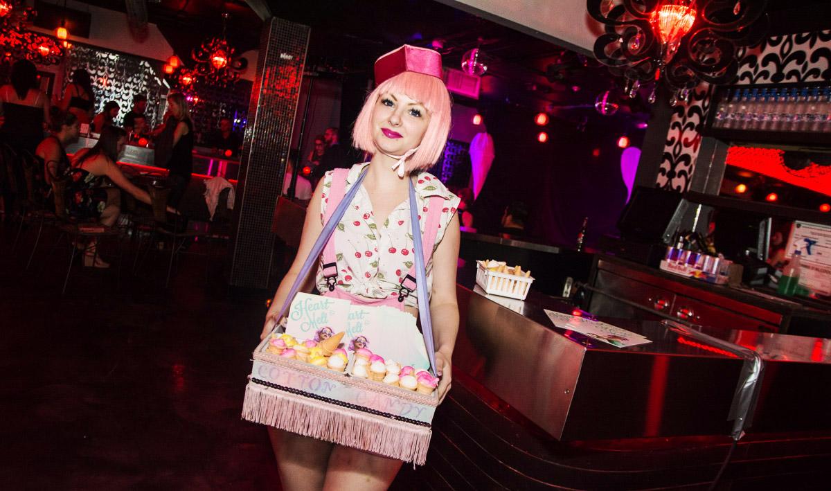 Soirée très sexy pour le spectacle Heart Melt du Speakeasy Burlesque au Rouge Bar!