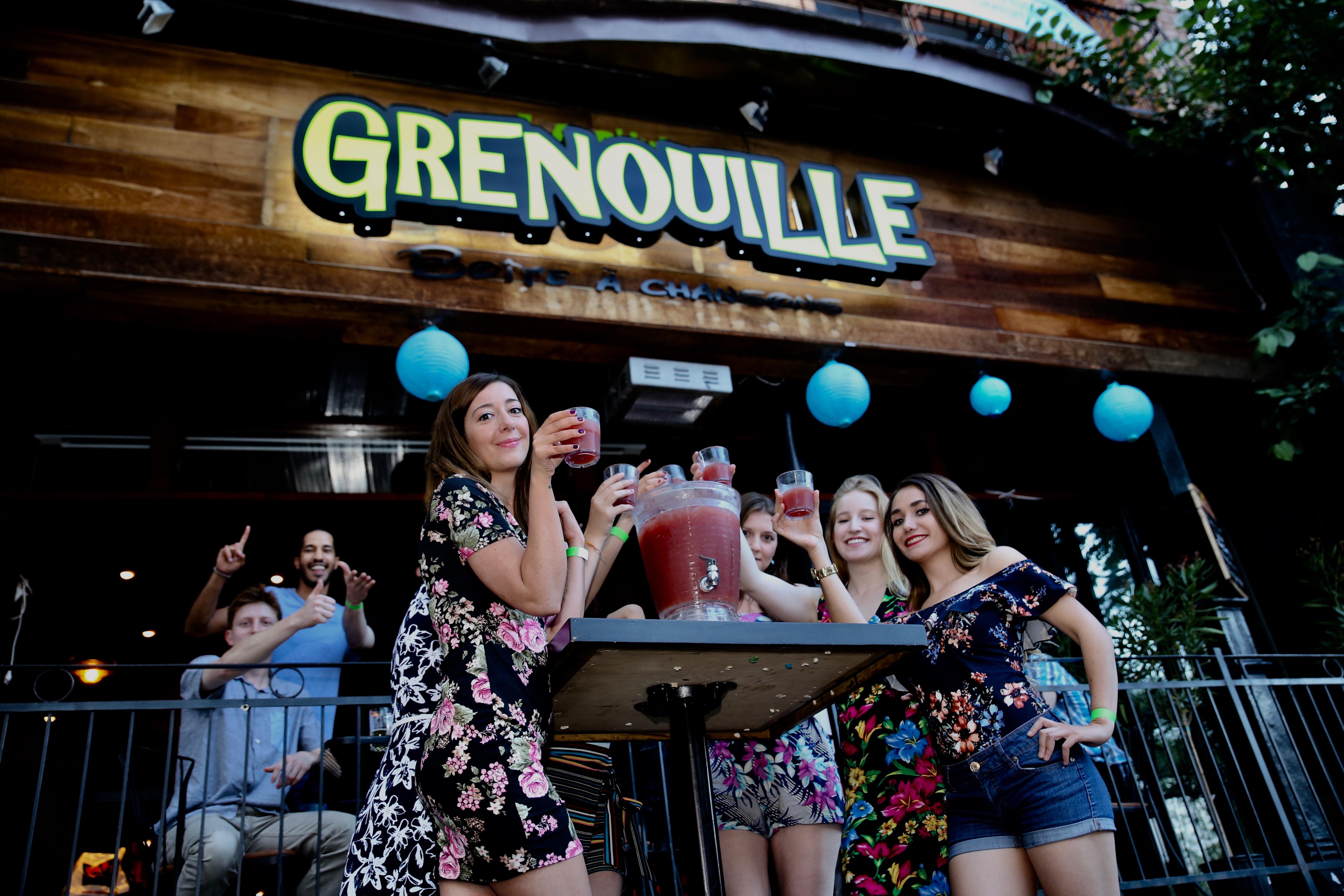 Un bar montréalais t'offre le meilleur deal de l'été: le 10L de sangria