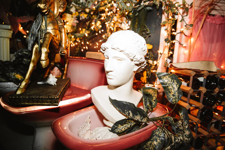 Femme à la Fontaine: le bar à vin le plus kitsch en ville ouvre officiellement ses portes (PHOTOS)