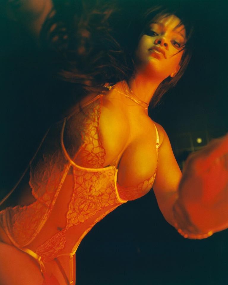 Rihanna lance ENFIN sa première ligne de lingerie et c'est TRÈS HOT (PHOTOS)