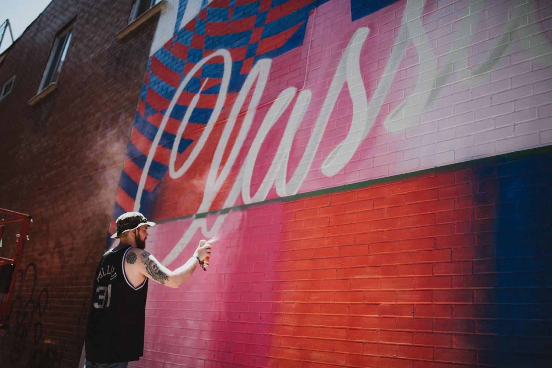 Marc Sirus a conçu une magnifique murale sur St-Laurent en partenariat avec Reebok