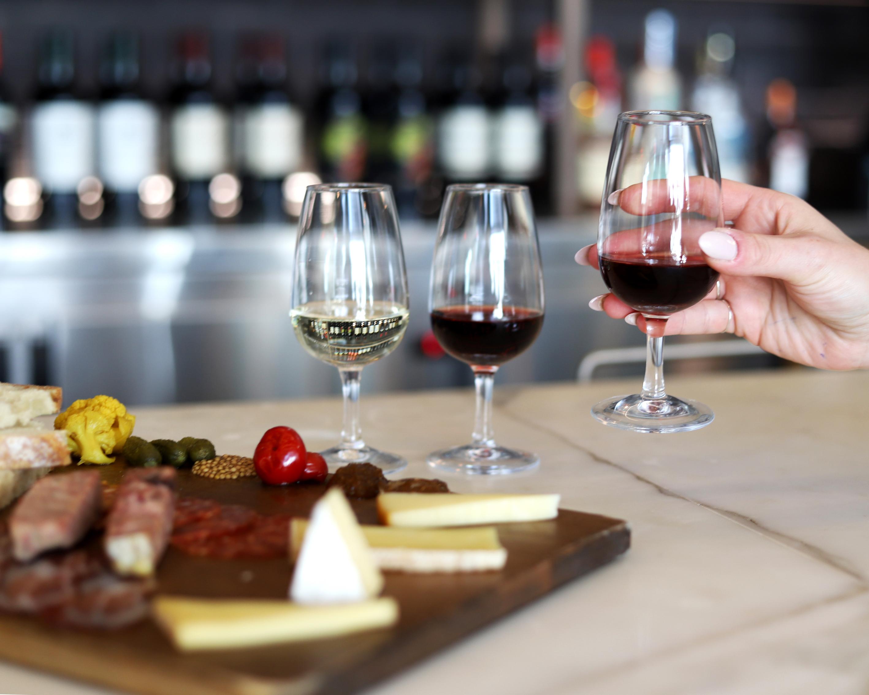 Le Sauvage Bar à vin: la parfaite nouvelle adresse au centre-ville pour vos 5à7