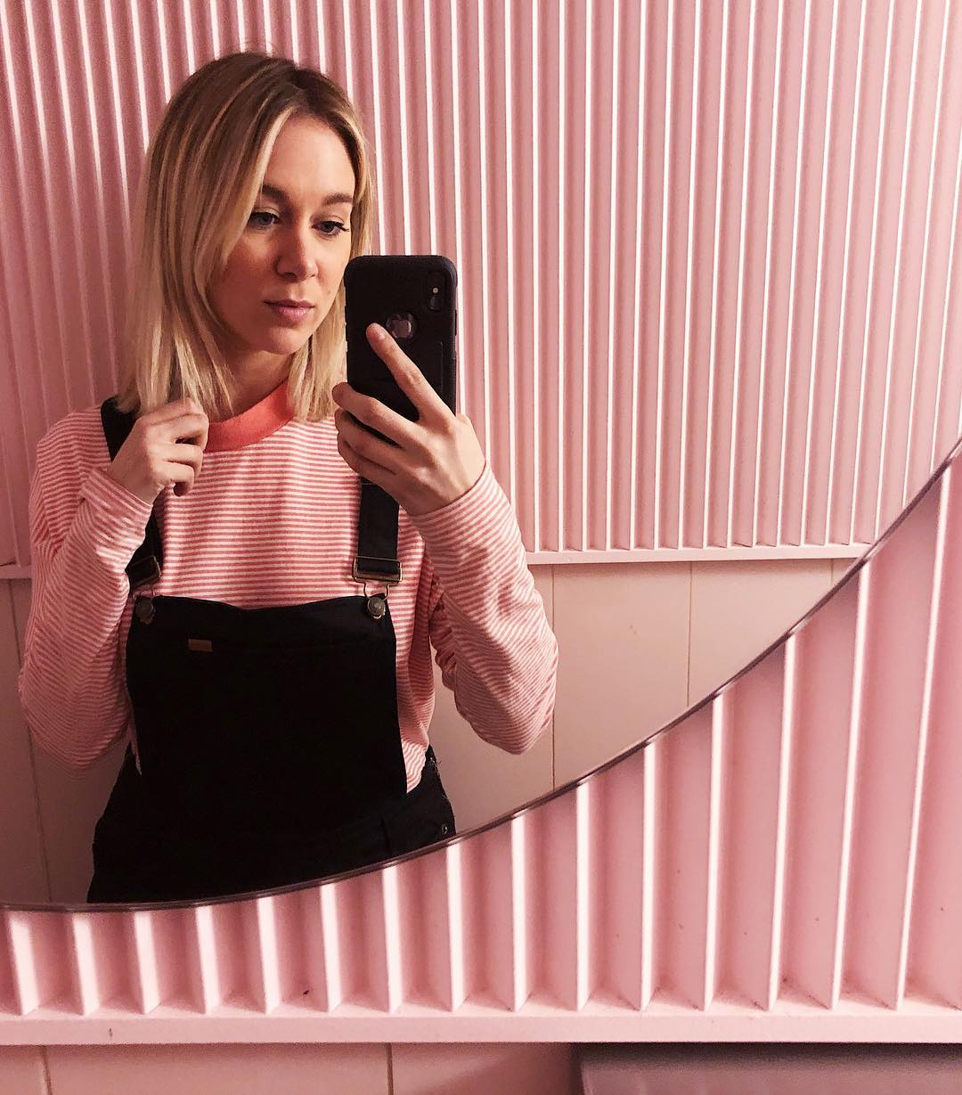 Les toilettes roses de ce bar montréalais est la nouvelle place tendance pour vos selfies
