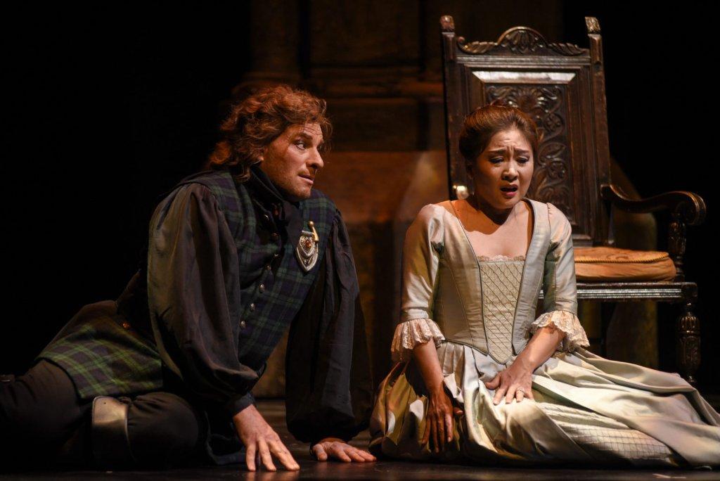 Gregory Dahl (Enrico) et Kathleen Kim (Lucia) Opéra de Montréal Lucia di Lammermoor