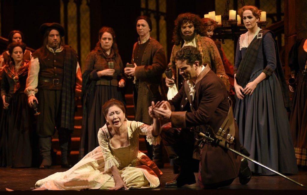 Kathleen Kim (Lucia) et Frédéric Antoun (Edgardo) Opéra de Montréal Lucia di Lammermoore